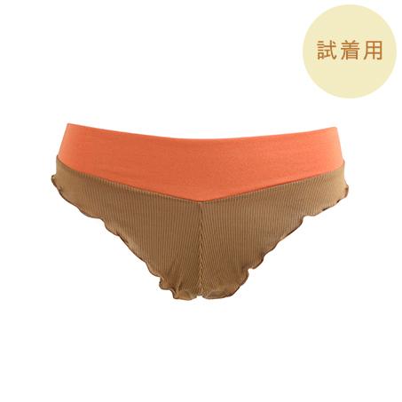 【試着用】バイカラーフレアショーツ 550円(税抜) ソケイ部の開放感と守られるようなフィット感がやみつき。