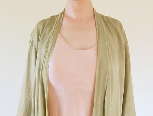 シェルピンクのドレススリップ×サップグリーン