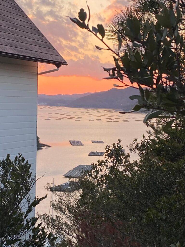 瀬戸内海のアトリエから見える夕日